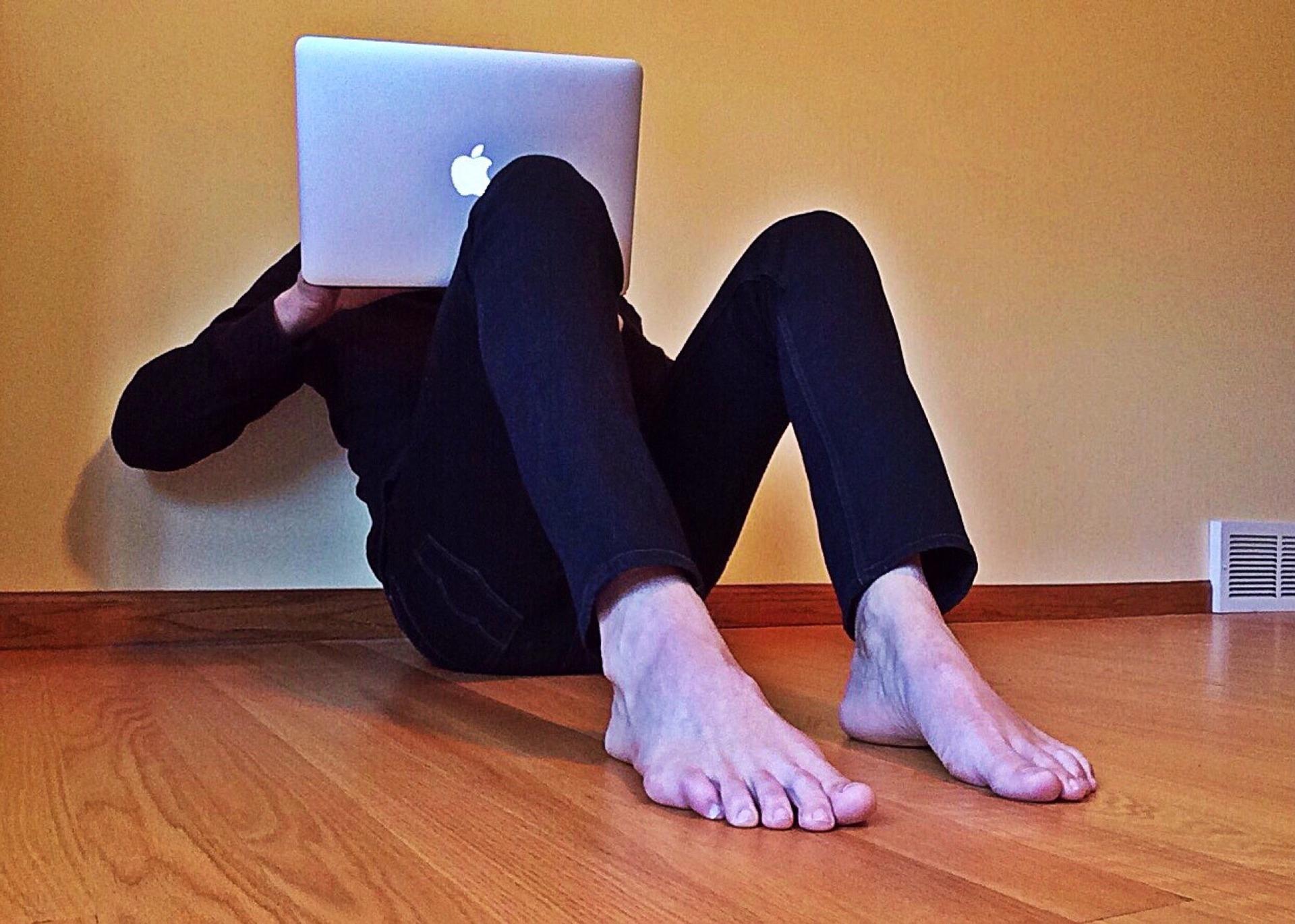 Bohatý ruský mladík (16) pobúril internet: Dievčatá sa vyzliekajú na.
