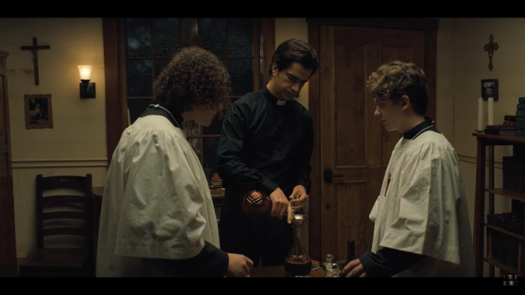"""""""Polnočná omša"""" z Netflixu: zúrivý útok na Eucharistiu a Krv Kristovu 1"""