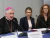 Poľsko: Varšavský biskup pozastavil slúženie tradičných omší
