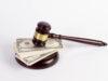 Finančné kladivo na pravicu?